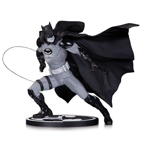 Batman B&W Statue Batman by Ivan Reis
